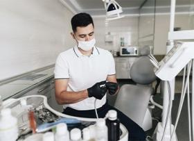 Не страшно: услуги хорошего стоматолога-хирурга в Красноярске