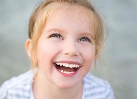 Как убрать щель между зубами у ребенка?
