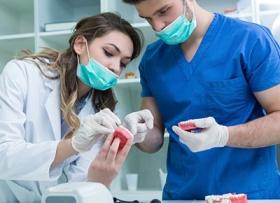 Какое протезирование зубов выбрать?