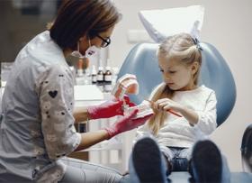 Лечение кариеса у детей: нужно ли это?