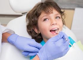 Лечение зубов детям под наркозом. Что важно знать?