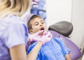 Процедура пластики уздечки языка у ребенка
